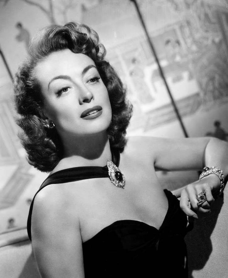Joan-Crawford-Short-1940s-Hairstyles
